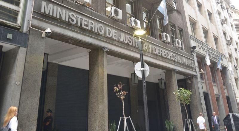 El gobierno nombr quince jueces un fiscal federal y ocho defensores p blicos am990 formosa for Min interior y justicia