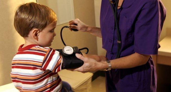 Llaman a prevenir la hipertensión en niños y adolescentes..